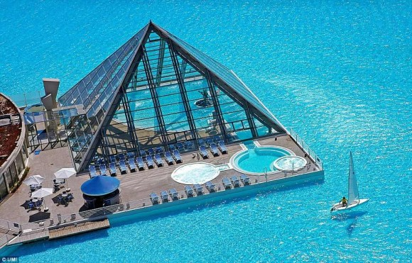 The biggest swimming pool in the world (4)
