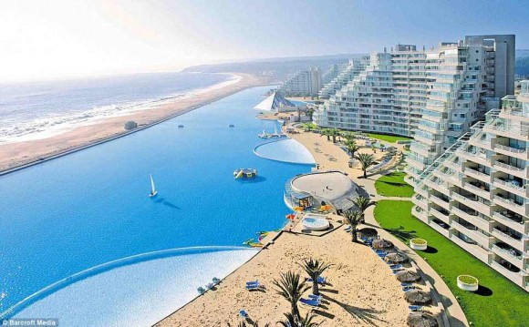 The biggest swimming pool in the world (5)