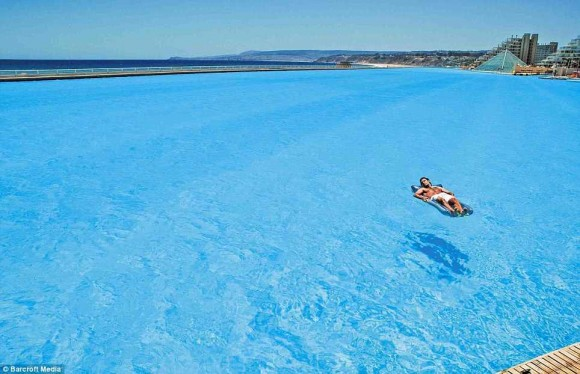 The biggest swimming pool in the world (6)