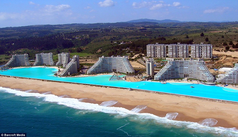 The biggest swimming pool in the world (7)