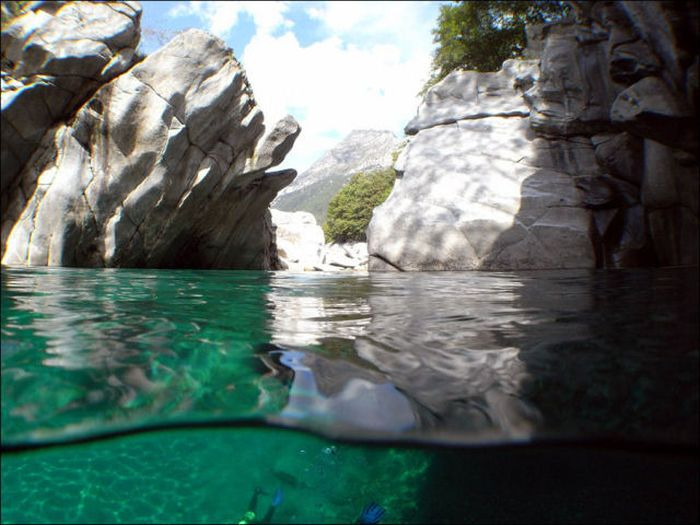 incredibly-clear-waters-of-verzasca-river-3
