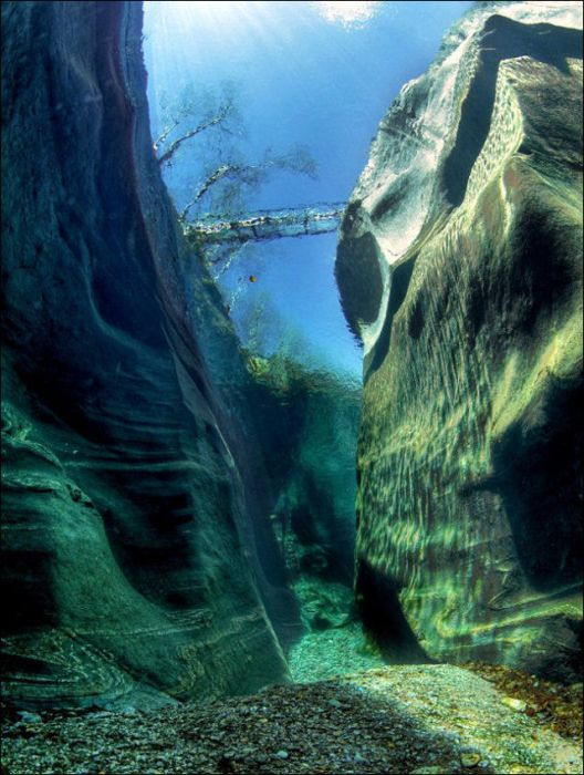incredibly-clear-waters-of-verzasca-river-9