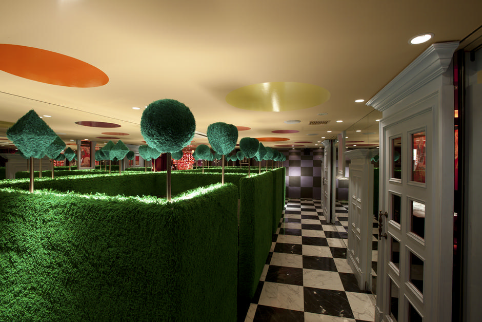 Alice-in-Wonderland-Restaurant (2)