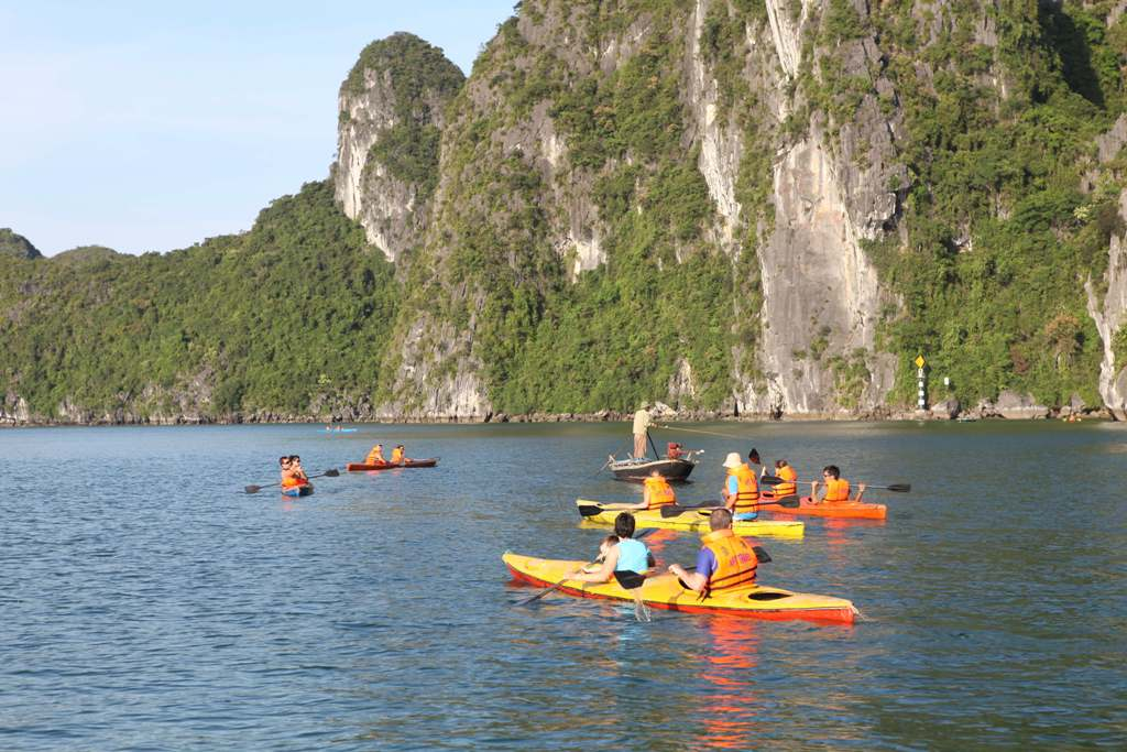 Ha Long Bay (8)