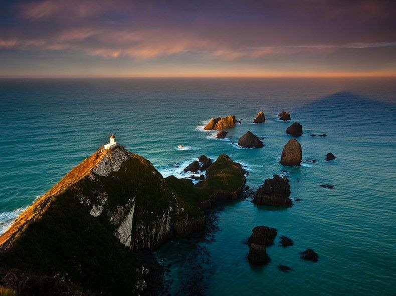 Nugget Point Lighthouse New Zealand  (2)