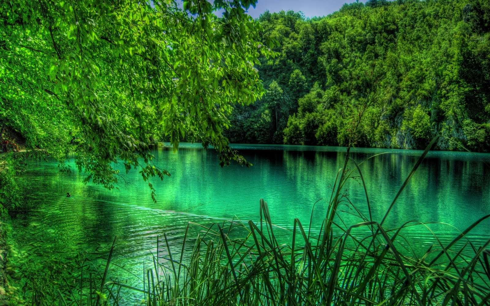 Plitvice-Lake-Falls-Wallpaper-