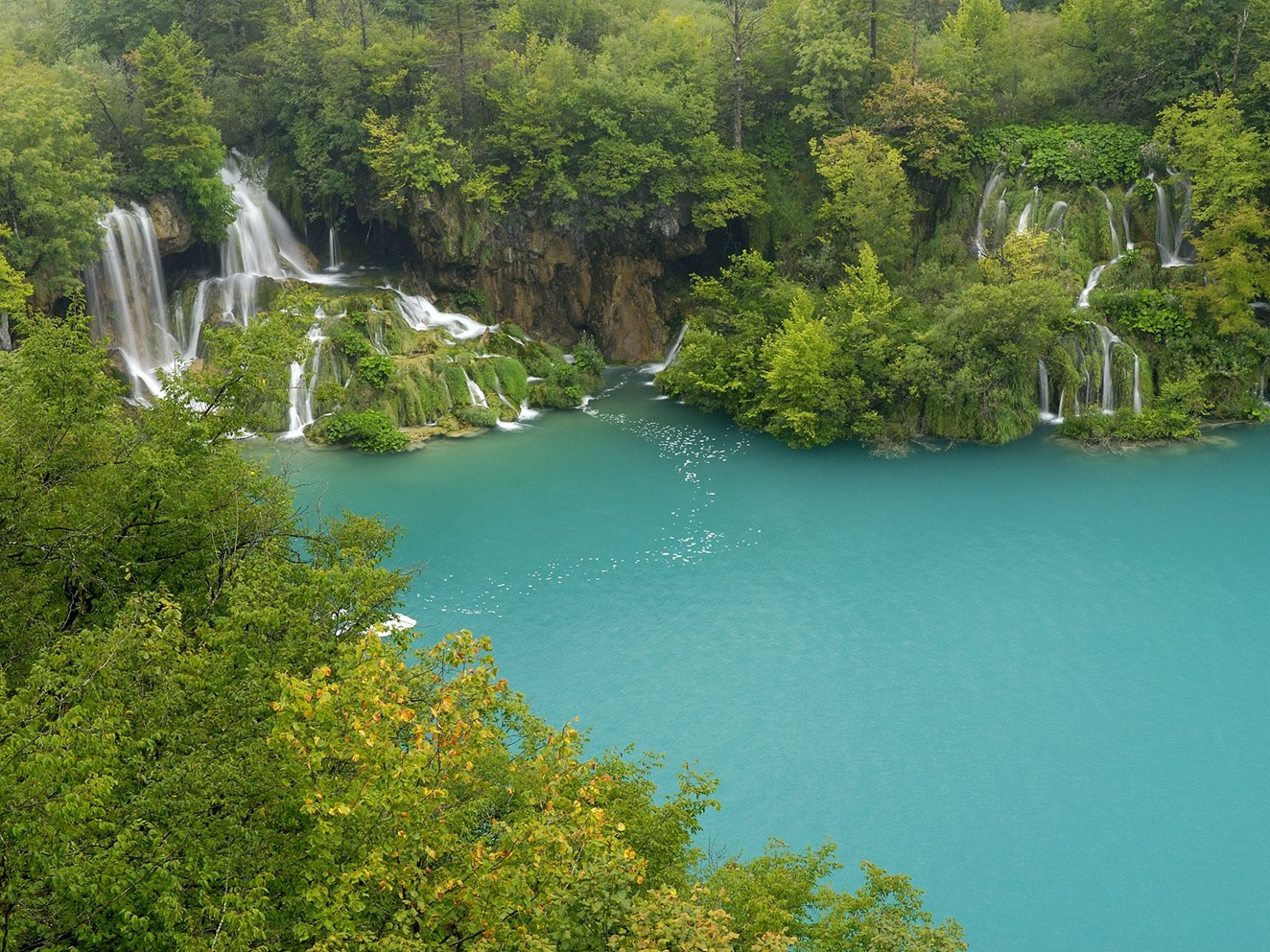 Plitvice-Lakes-National-Park-Croatia-falls-wallpaper