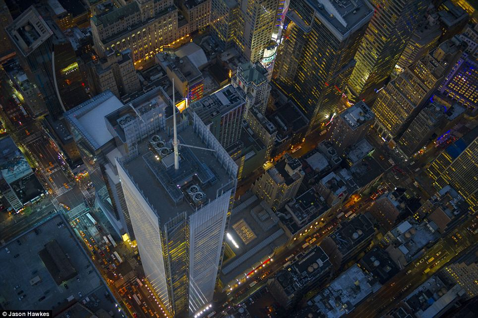 amazing aerial shots of New York taken as he dangled out of a helicopter (10)
