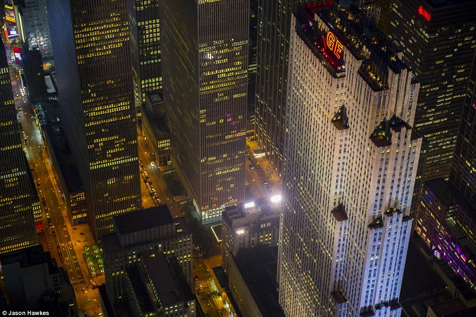 amazing aerial shots of New York taken as he dangled out of a helicopter (15)