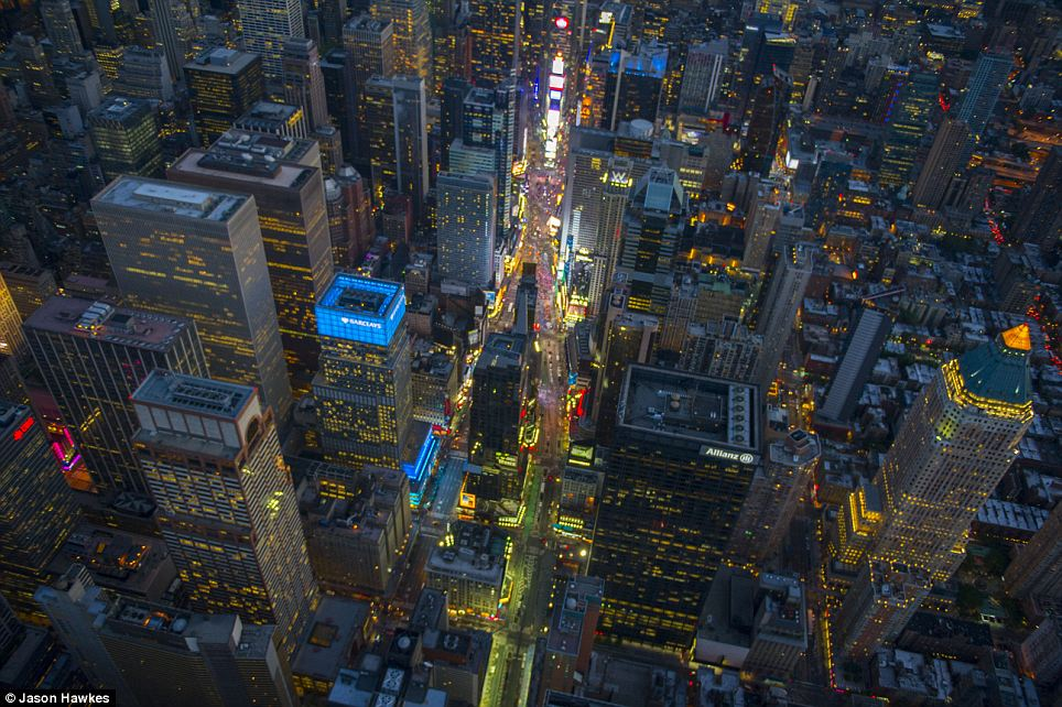 amazing aerial shots of New York taken as he dangled out of a helicopter (2)