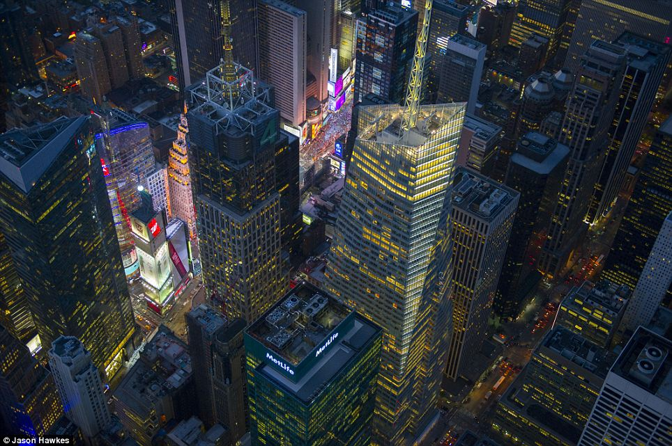 amazing aerial shots of New York taken as he dangled out of a helicopter (3)