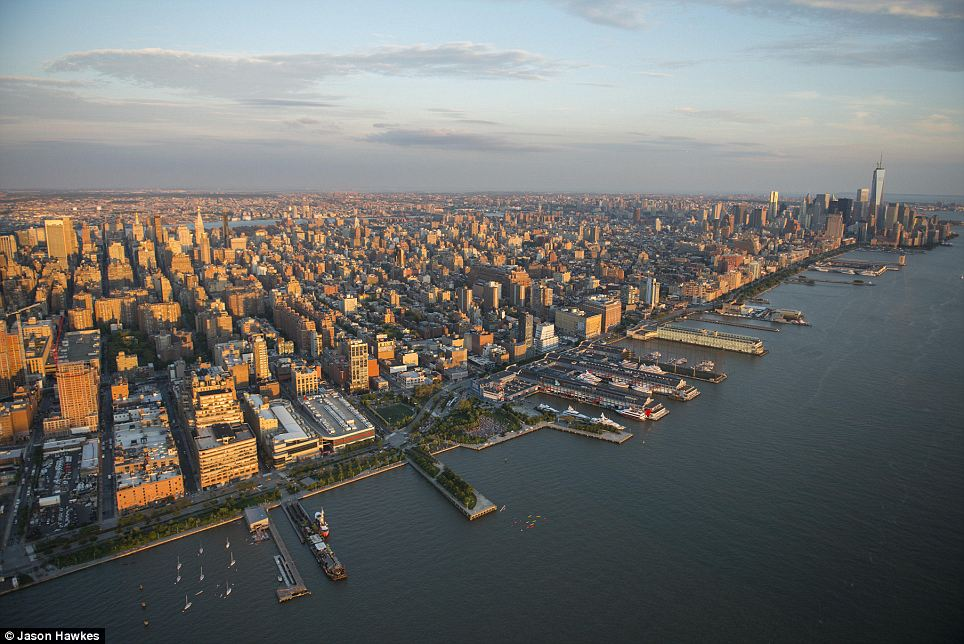 amazing aerial shots of New York taken as he dangled out of a helicopter (4)