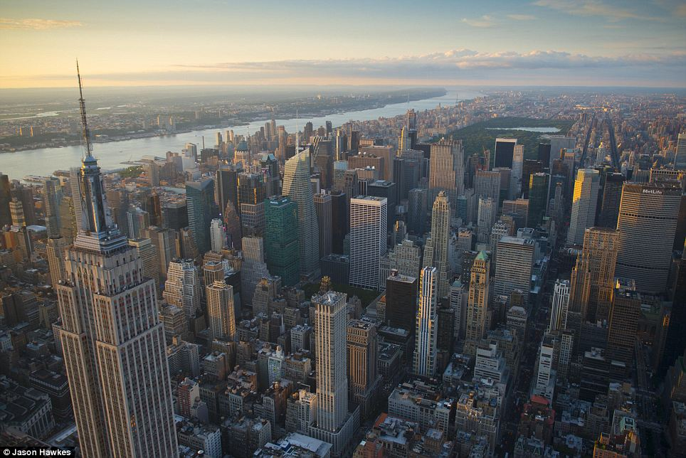 amazing aerial shots of New York taken as he dangled out of a helicopter (5)