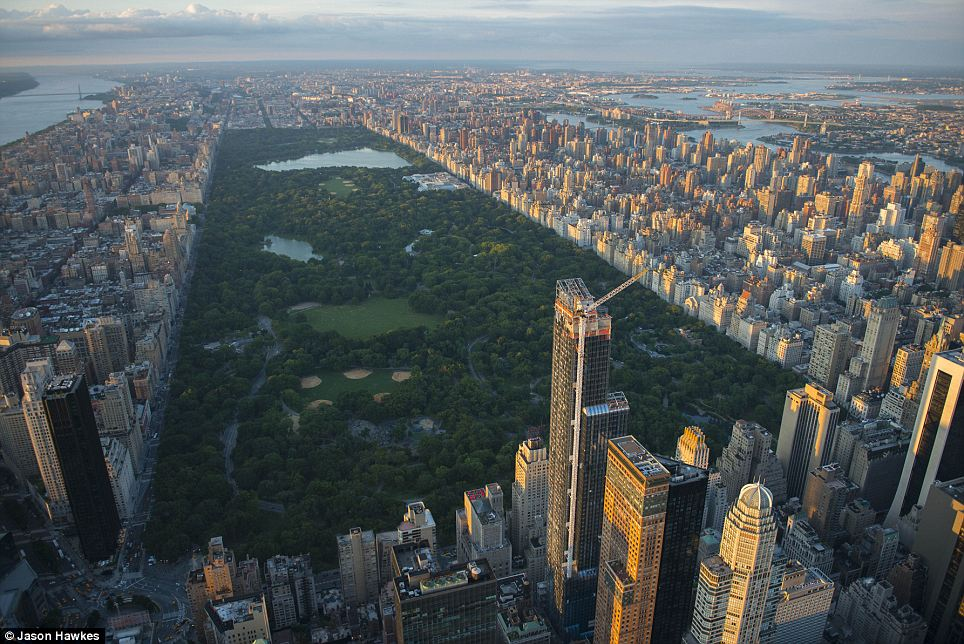 amazing aerial shots of New York taken as he dangled out of a helicopter (7)