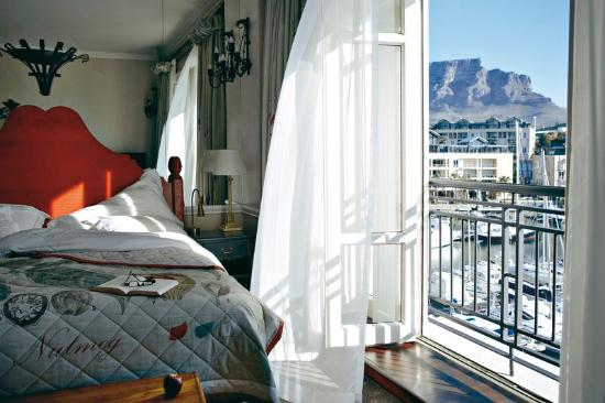 suite-with-marina-views